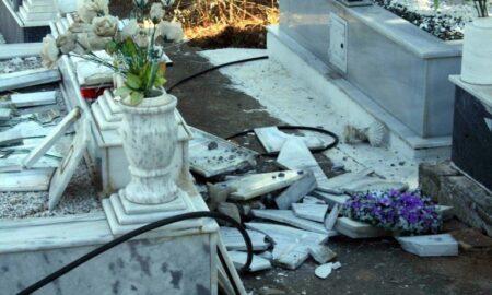Τέσσερις συλλήψεις για τη βεβήλωση του τάφου στο Πλατύ-21χρονος και τρεις ανήλικοι οι δράστες