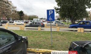 Παράνομο παρκάρισμα: Κατειλημμένες οι 7 από τις 8 θέσεις ΑμεΑ στο νότιο πάρκινγκ του Νέδοντα!
