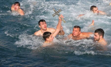 Έπιασε τον Σταυρό για δεύτερη συνεχόμενη χρονιά ο 14χρονος Ντίνος Αδαμόπουλος