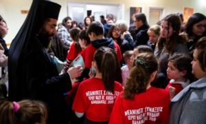 Γραφείο Νεότητας της Μητρόπολης: Έκοψαν τη βασιλόπιτά τους με κάλαντα από την παιδική χορωδία της Σχολής Βυζαντινής Μουσικής