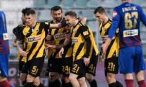 Super League: Η ΑΕΚ πέρασε άνετα (1-3) από τον Βόλο